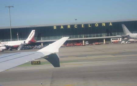 "Barcelona Airport ""El Prat"" received more passengers in August than Madrid   airport "" Barajas """