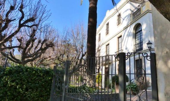 Luxury properties in Spain: buying and renting of villas