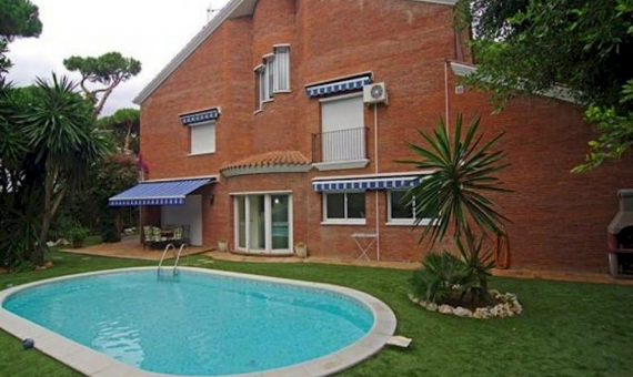 2119  Family house near the beach in Castelldefels | 10041-7-570x340-jpg
