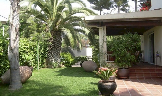 Beautiful villa near the beach in the most exclusive area of Sitges | 10242-2-570x340-jpg