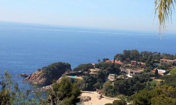 New villa with spectacular sea views in the prestigious urbanization of Cala Sant Francesc, Blanes | 11030-19-570x340-jpg