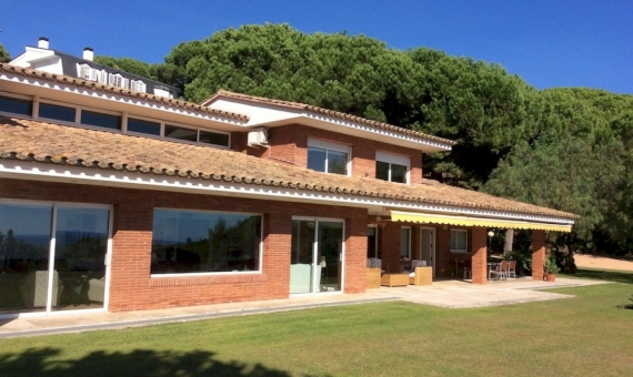 Seven bedroom villa and guest house on the plot of 4 000 m2 | 11347-7-570x340-jpg