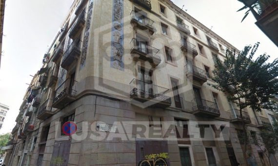 Renovated building of 12 flats and 3 commercial space with tenants  on sale in Gotico, the center of Barcelona | 11612-0-570x340-jpg