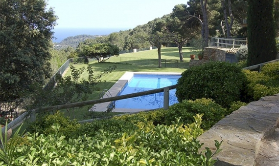 4028  Beautiful house of 500 m2 with spectacular sea views in Begur | 11834-4-570x340-jpg