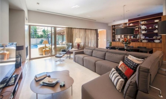 Stunning villa on a large plot of 1000 m2 close to the beach in Castelldefels   0-lusavillaforsalecastelldefelsbarcelonapng-2-570x340-png