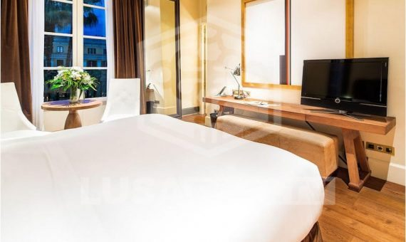 The elegant five star boutique hotel with 2 restaurants on sale in the center of Barcelona   12527-5-570x340-jpg