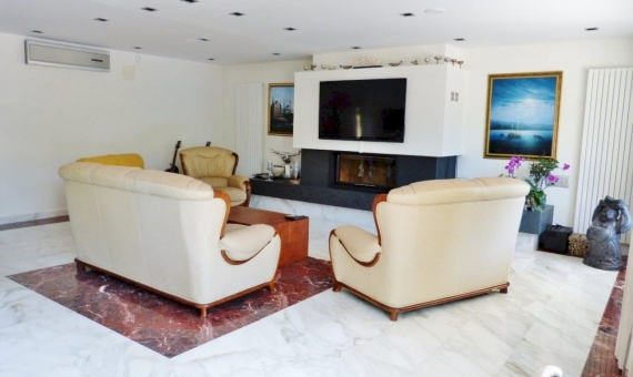 Luxury villa on the 2-nd sea line | 12722-6-570x340-jpg