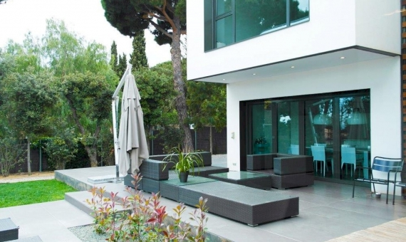 House in a cubic style in Sant Andreu de Llevaneres | 9767-0-570x340-jpg