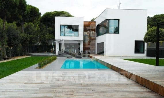 House 430 m2 in a cubic style in Sant Andreu de Llavaneres | 11-12-570x340-jpg