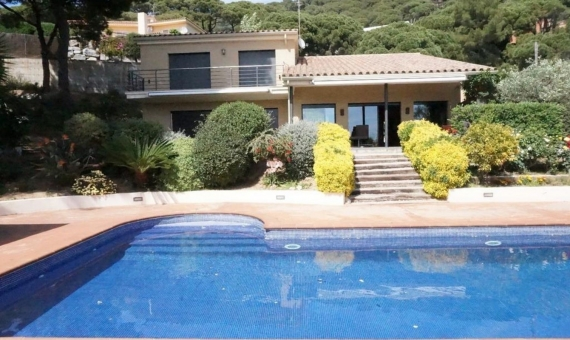 Family house with sea and mountains view in Cabrils 25 away from Bacelona | 11-screen-shot-20170315-at-1545jpeg-570x340-jpg