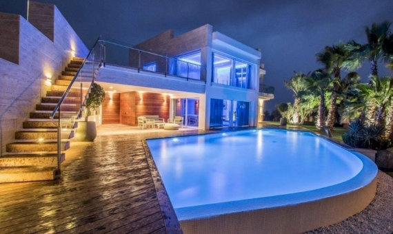 Luxury modern villa of 900 m2 with sea views on sale in Platja de Aro | 14-luxury-villa-costa-brava-lusa-realty00015jpeg-570x340-jpg