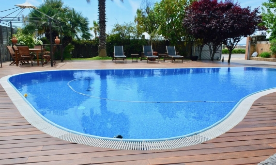 House with pool on rent 100 away from the beach in Castelldefels | 2-lusa-realty-house-rent00003-570x340-jpg