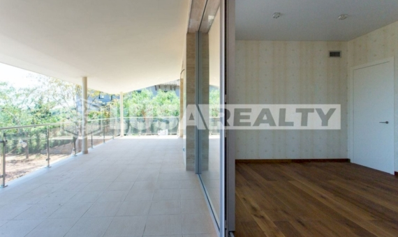 Luxury villa with sea views on sale in  Cabrera de Mar | 35-lusa-realty-modern-luxury-villa-in-costa-maresme00036-570x340-jpg