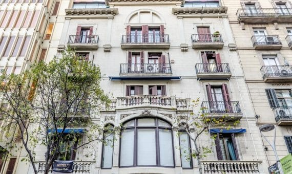 Hotel 2 ** in the center of Barcelona near Plaza Catalunya for sale | 40624646-570x340-jpg