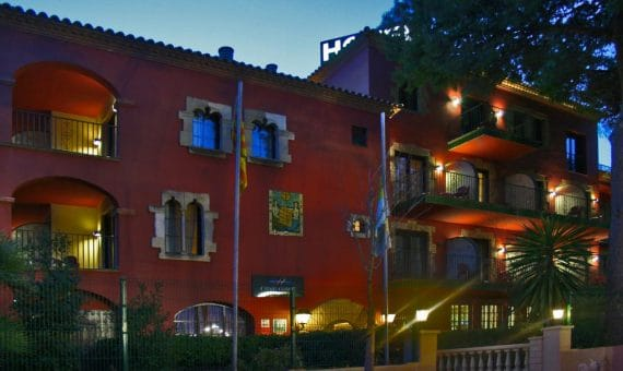 A 3-star hotel in Castelldefels for sale | 002724-pool-570x340-jpg