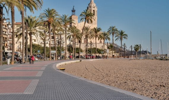 Block of tourist apartments for sale or for rent in Sitges | semana-santa-en-sitges-2017-570x340-jpg