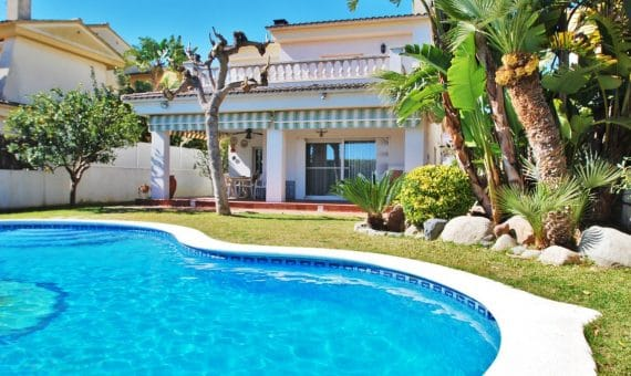 Beautiful Villa Fabiana in Calafell with a private pool   3-fileminimizer-1-570x340-jpg