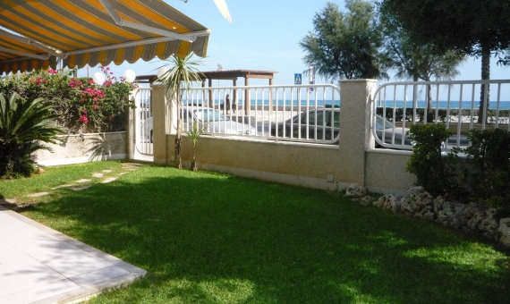 Apartment with a garden by the sea | p1010639-570x340-jpg