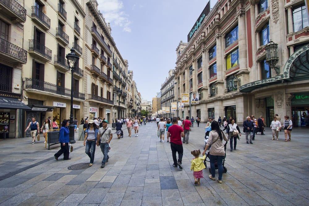 Пешеходная улица в центре Барселоны