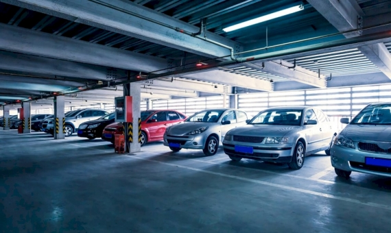 Parking for 400 places near Francesc Masia   shutterstock_154988729-570x340-jpg