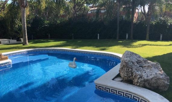 Exclusive newly renovated villa for sale near the sea in Gava Mar | 00006lusa-realty-villa-gava-mar-min-570x340-jpg
