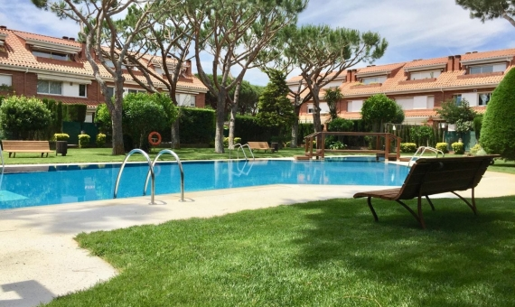 Private townhouse with a large garden and a swimming pool | 00006lusa-gava-mar-570x340-jpg