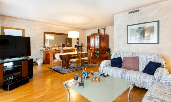 Five bedroom apartment with a large area in the center of Barcelona | image-3-570x340-jpg