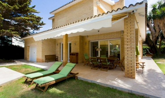 House on a large plot near the sea in Castelldefels | image-0416-570x340-jpg