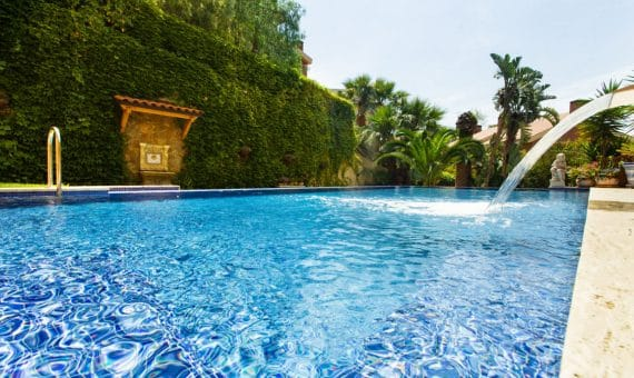 Townhouse of 500 m2 with a private pool in the prestigious urbanization of Can Roca   image-670068-570x340-jpg