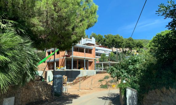New construction homes close to the sea in Castelldefels   4