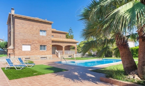 Villa 400 m2 with a pool on a plot 1000 m2 in Coma Ruga | 027-570x340-jpg