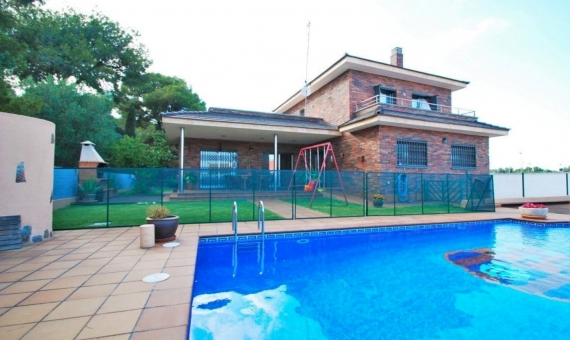 Family villa 200 m2 with a swimming pool in Coma Ruga | 1-570x340-jpg