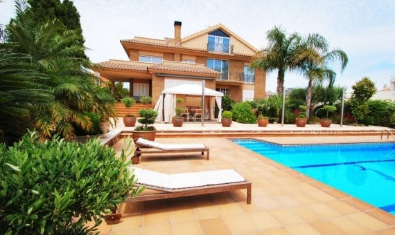 Villa 350 m2 with sea views in Calafell | 5-2-570x340-jpg
