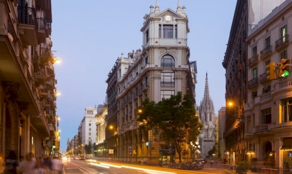 Commercial space 370 m2 with a tenant in Ciutat Vella | shutterstock_403052026-570x340-jpg