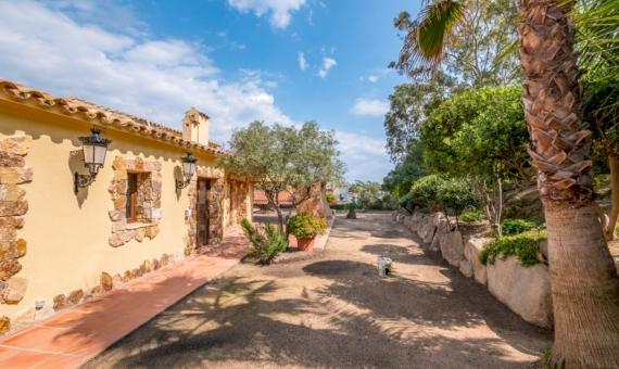 Villa with a plot 1.100 m2 by the beach in Blanes | videoinmo-11-570x340-jpg