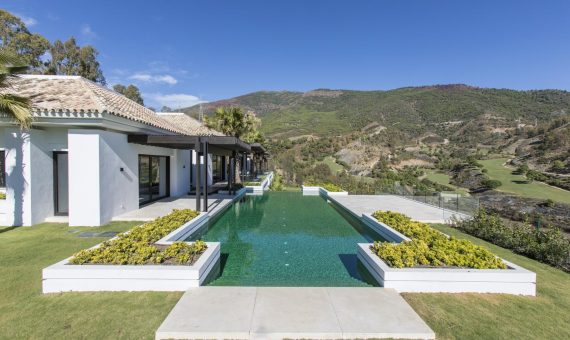 Villa in Marbella 1700 m2, garden, pool, parking   | b5806cef-4d02-4a9e-a1f9-9a02264d6075-570x340-jpg